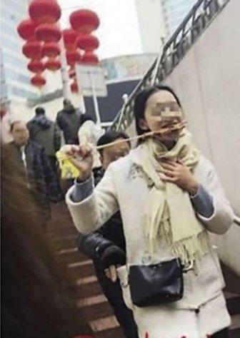 Pickpocket Gets Caught On Camera
