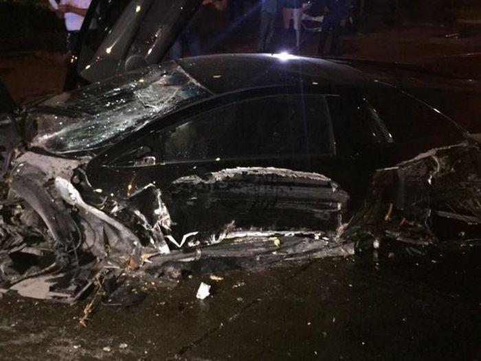 Guy Crashes His Friend's Expensive Lamborghini Into A Tree