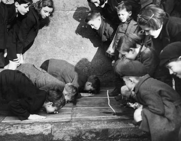 Before Smartphones And Computers Kids Had Real Fun