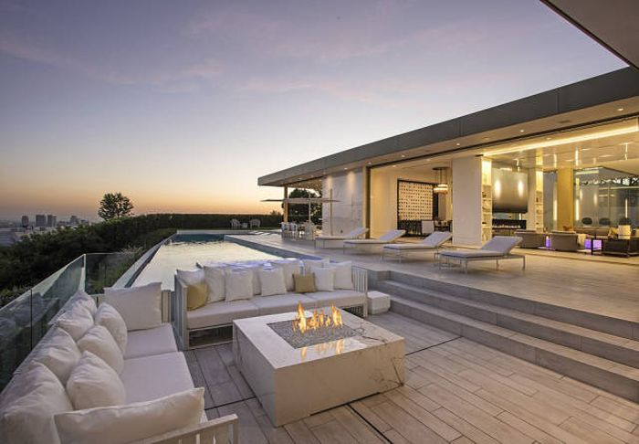 If You Have $100 Million This Beverly Hills Mansion Can Be Yours