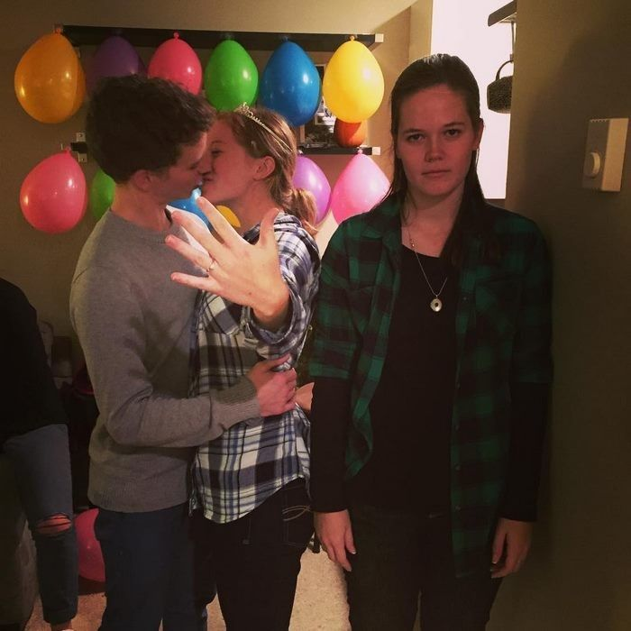 Girl Documents Her Life As The Third Wheel