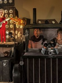 Two Year Old Kid And His Parents Recreate Famous Movie Scenes With Boxes