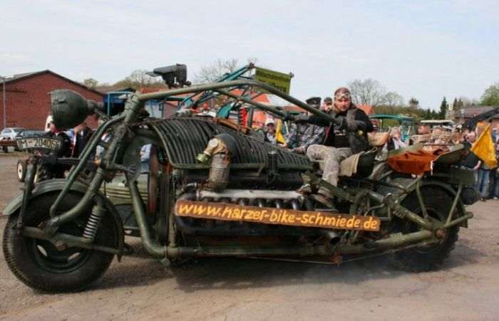 Worlds Biggest Car >> The World's Largest Motorcycle Has An Engine From A Soviet Tank | Vehicles