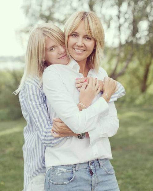 Wow, Who Is Mom And Who Is Daughter Here?!
