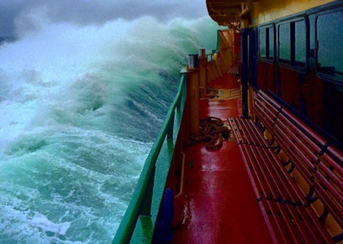 Deckhand Captures Massive Waves In Sydney