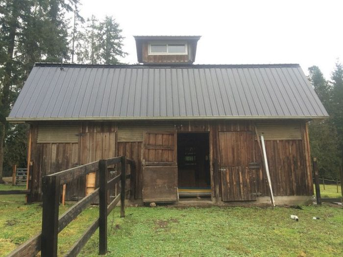 Guy Turns Old Barn Into An Impressive Office