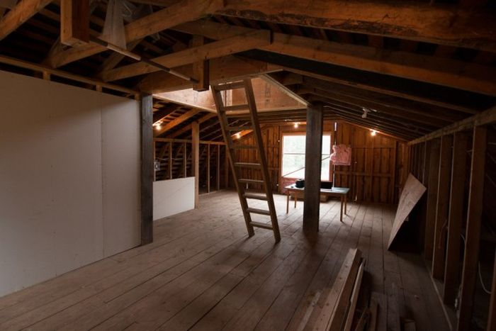 old barn with loft guy turns old barn into an impressive office others