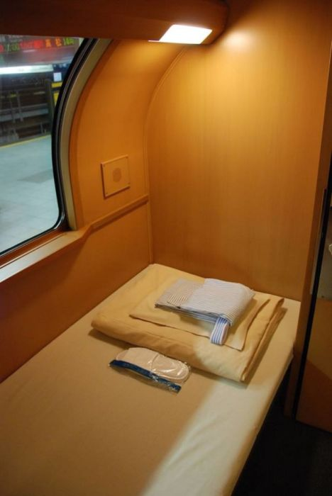 Many japanese people prefer the sunrise express train others for Camere albergo dwg