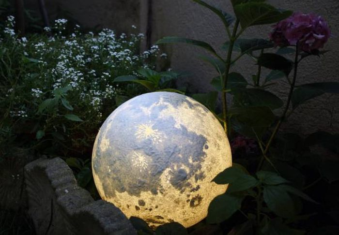 These Lamps Allow You To Have A Planet At Home