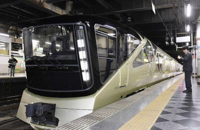 Japanese Luxury Train Shiki-Shima