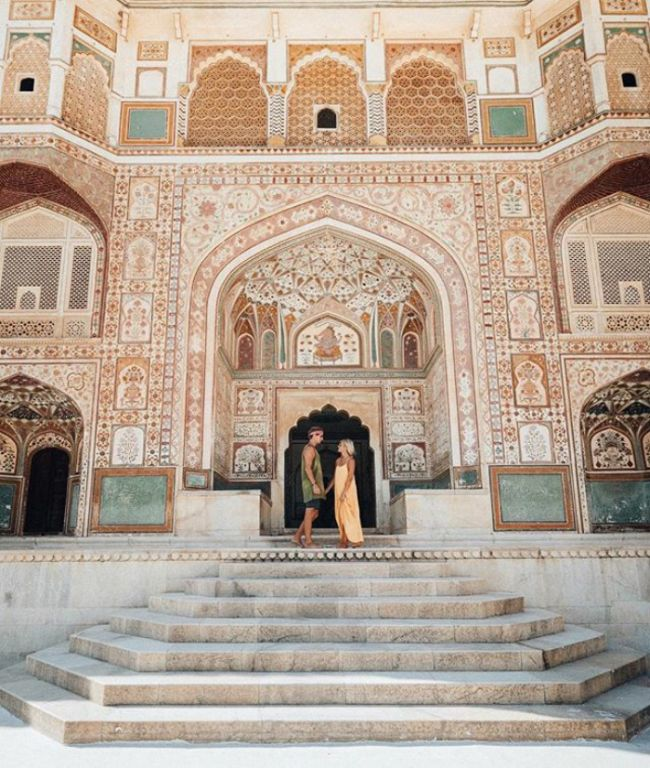 This Couple Makes Up To $9000 For Their Instagram Photos While Traveling