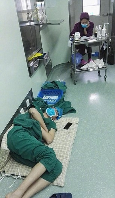 Surgeon Called A Hero After Working A 28 Hour Shift