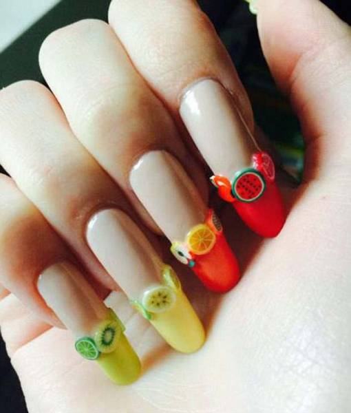 Teen Girl Receives Compliments After Not Cutting Her Nails For 3 Years