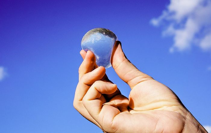 These Edible Water Bubbles Might Replace Plastic Bottles
