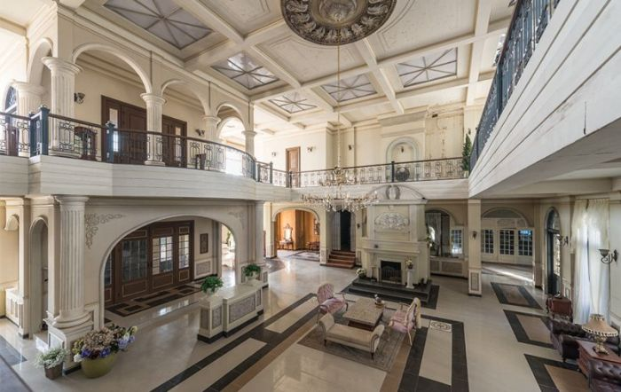 Abandoned Mansion In South Korea Is Gradually Being