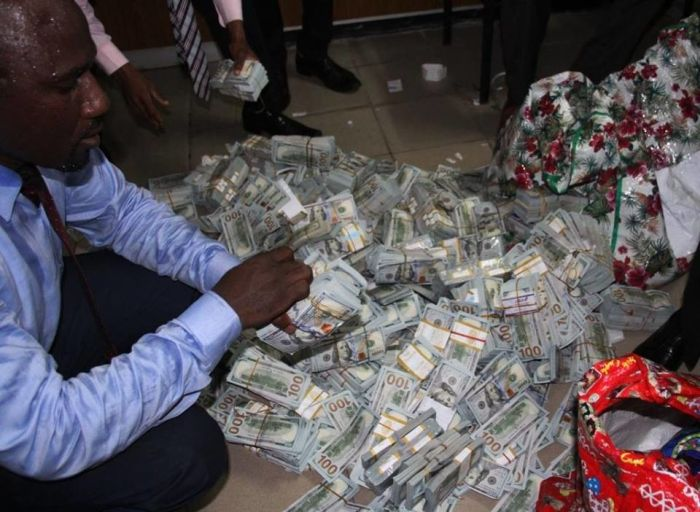 Authorities Discover $43 Million In Cash In A Nigerian Apartment