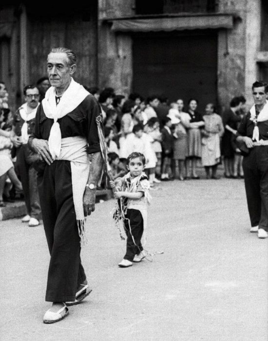 Man Discovers Lost Photos Of Barcelona After Buying An Envelope
