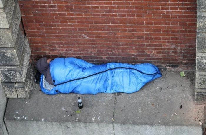 Shocking Pictures Shows Homeless Person Sleeping Above The River Thames