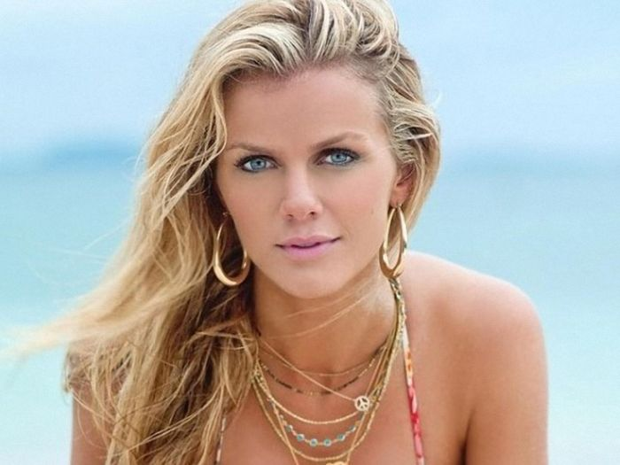 Brooklyn Decker With And Without Makeup