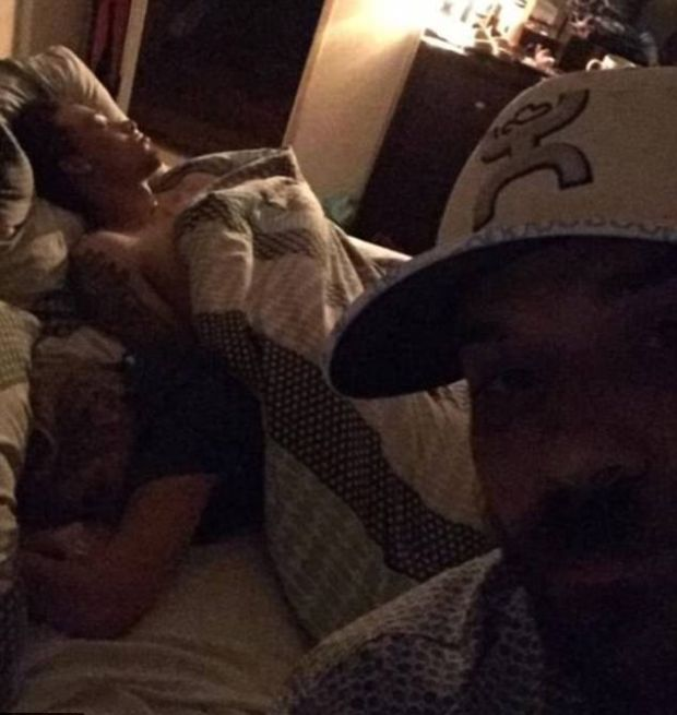 Guy Takes Awkward Selfie After Catching Girlfriend With Another Man