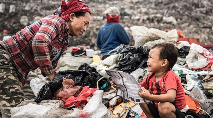 Shocking Photos Reveal People Living In A Giant Rubbish Dump