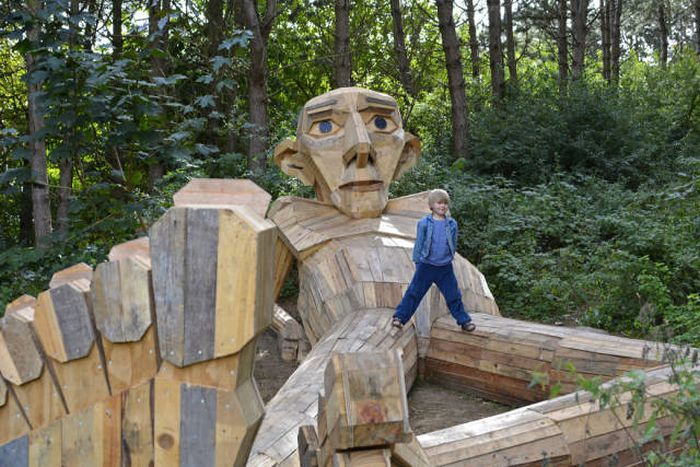 Artist Creates Incredible Sculptures From Recycled Wood