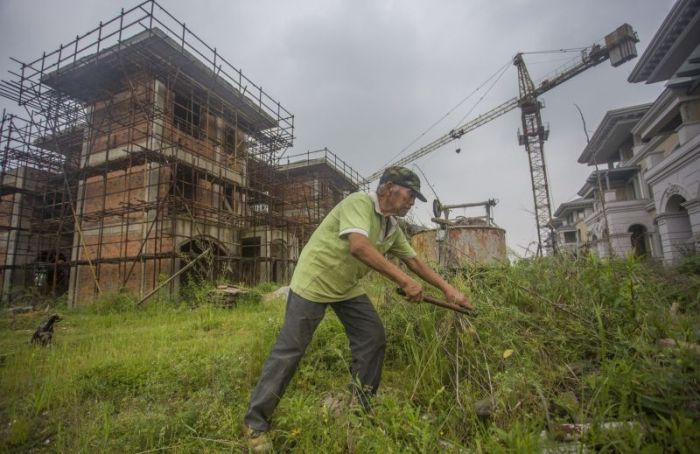 The Lone Inhabitants Of An Abandoned Chinese Community