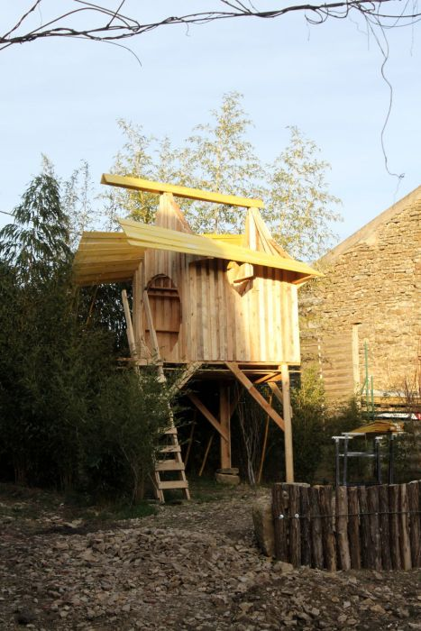 Old Wooden Pallets Get Turned Into A Castle For A Princess