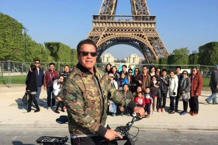 Arnold Schwarzenegger Spoils Tourist Photo In Paris