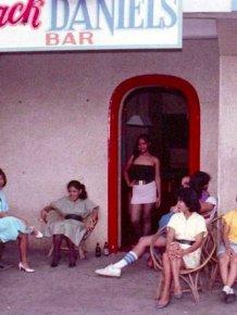 Candid Color Shots Show Bar Girls During The Vietnam War