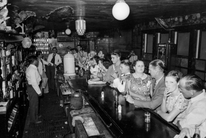 Americans Drink Beer And Eat Crabs During The Great Depression