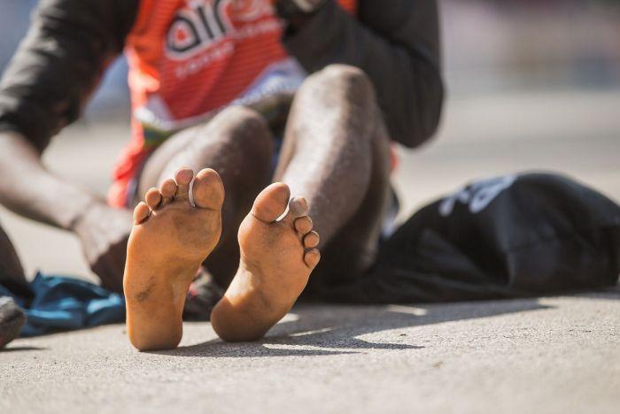 Kenyan Wins Marathon While Running In Socks
