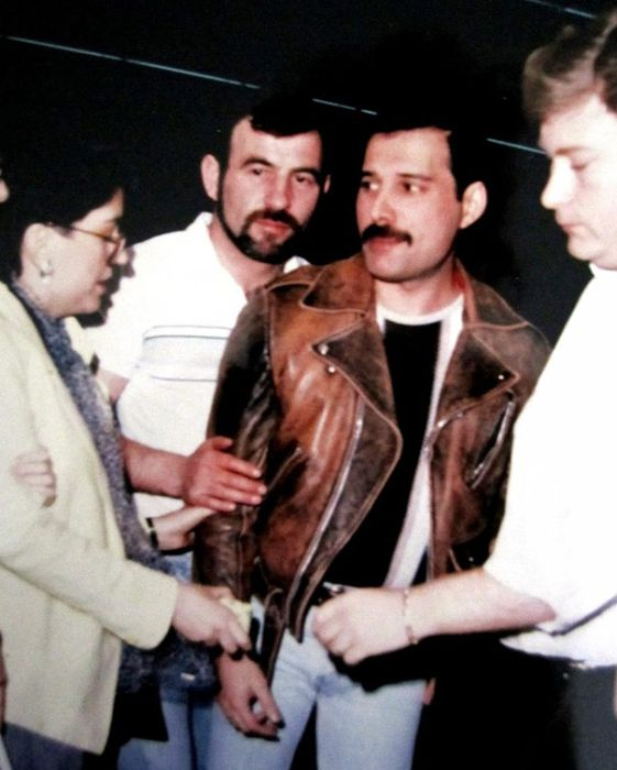 Rare Photos Of Freddie Mercury And His Boyfriend From The