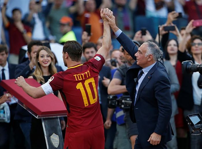Francesco Totti Says Goodbye To The Fans