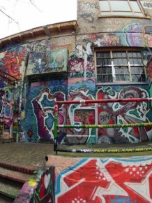 Someone Found Something Incredible Under 30 Years Of Graffiti