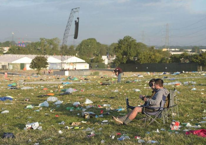 Glastonbury Fans Have Left Tons Of Trash Behind Themselves