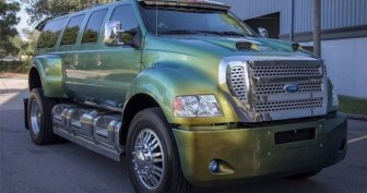 This Ford Super Truck Is Extreme