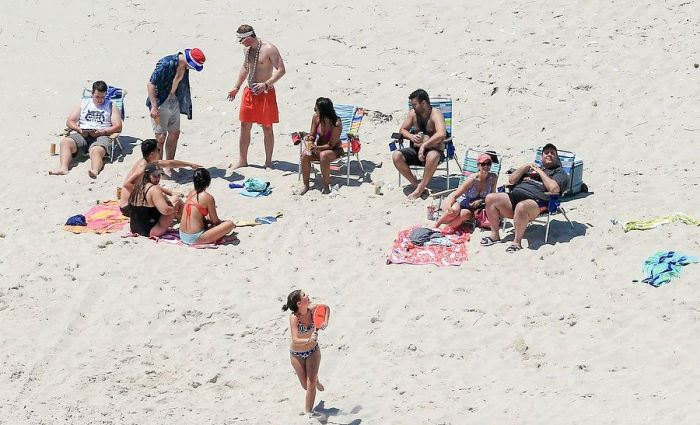 Governor Of New Jersey Hangs Out On Beach After Closing It