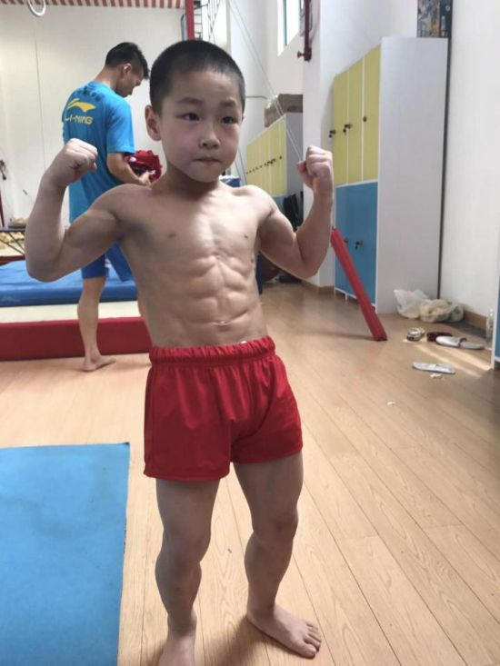 Seven Year Old Chinese Kid Shows Off His Eight Pack After