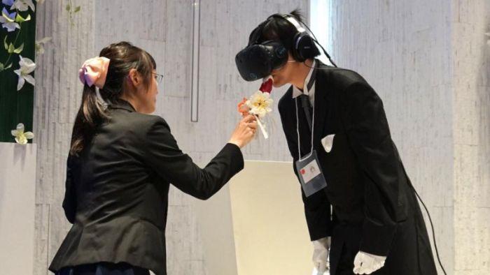 Japanese Gamer Gets Married In Virtual Wedding