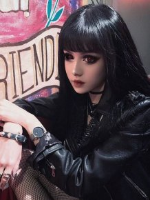 Chinese Woman Who Looks Like Doll Without Makeup