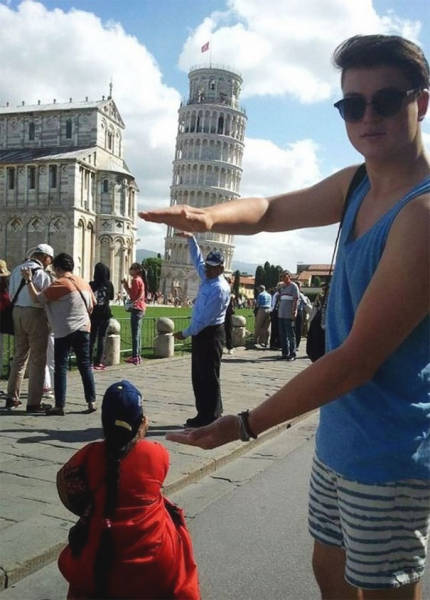 Tourists Who Took Awesome Photos With The Leaning Tower Of Pisa