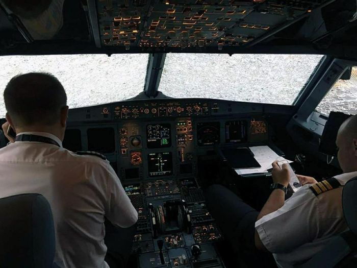 Pilot Makes Dramatic Emergency Landing Blind
