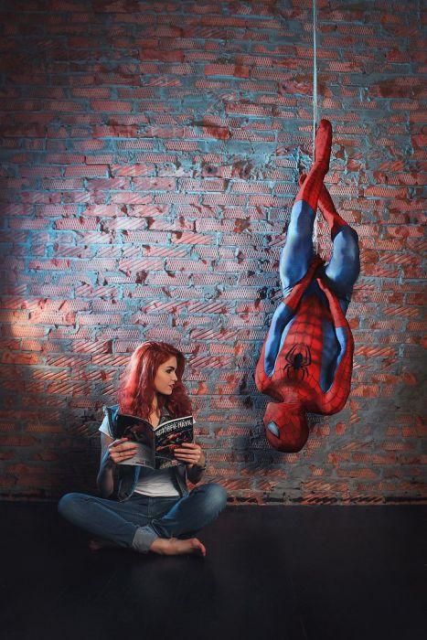 Spider-Man Is Constantly Surrounded By Beautiful Women