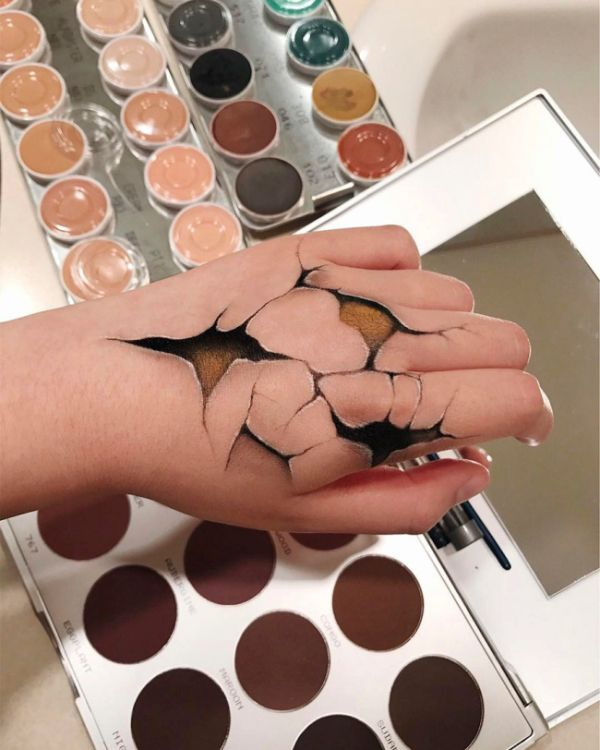 Talented Woman Creates Optical Illusions Using Makeup