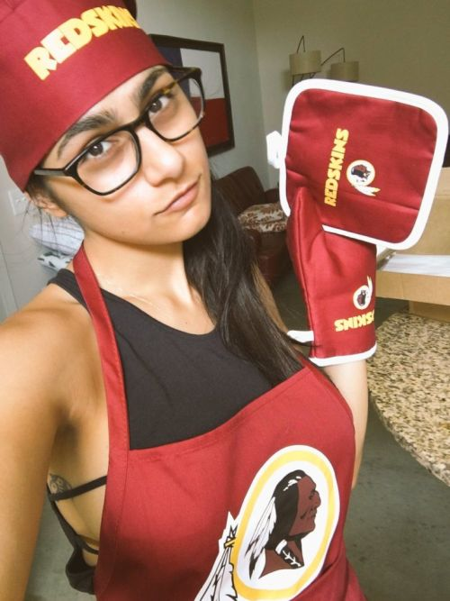 Mia Khalifa Gets Burned On Twitter After Trying To Troll Cowboys Fans