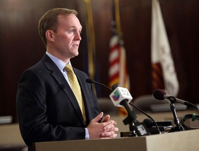 Mayor Ben McAdams Pretends To Be A Homeless Person