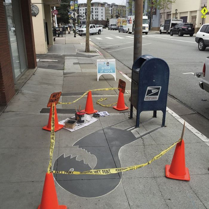 Street Artist Confuses People By Painting Fake Shadows