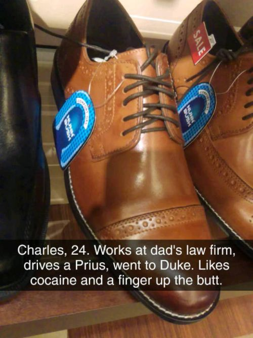 Bored Shoe Salesman Can Tell Everything About You Judging Only By Your Shoes