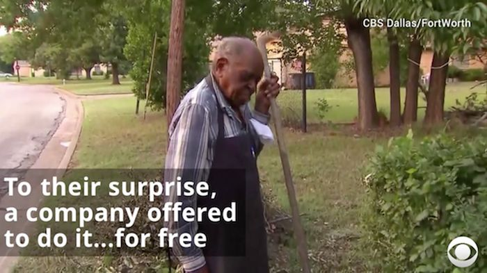 Police Helps A 95-Year-Old Man In Need